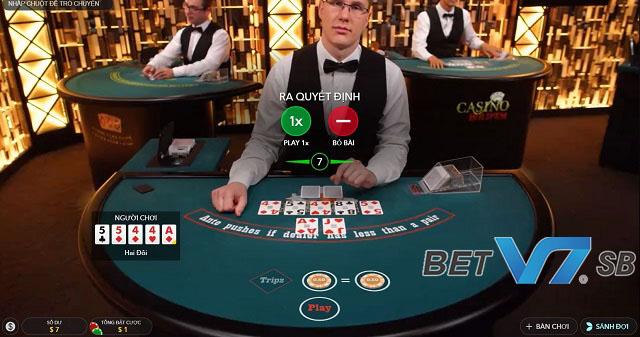 Bàn chơi Poker sẽ có từ 2-6 người